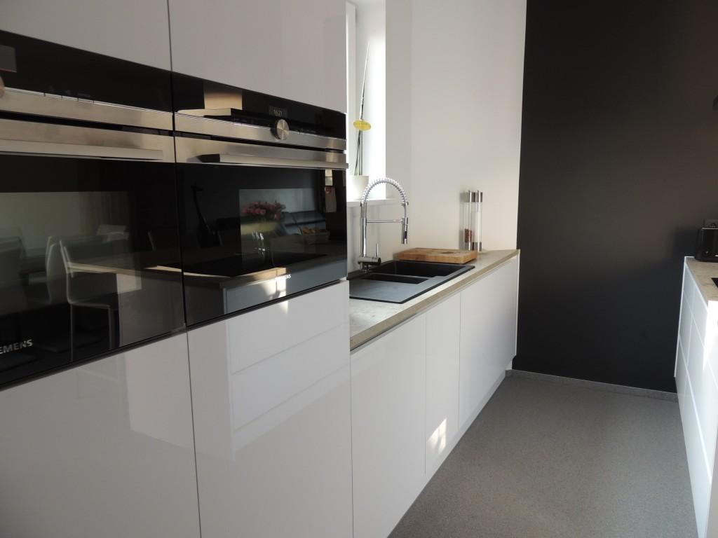 Compacte keuken met ontbijthoek   veha interieur